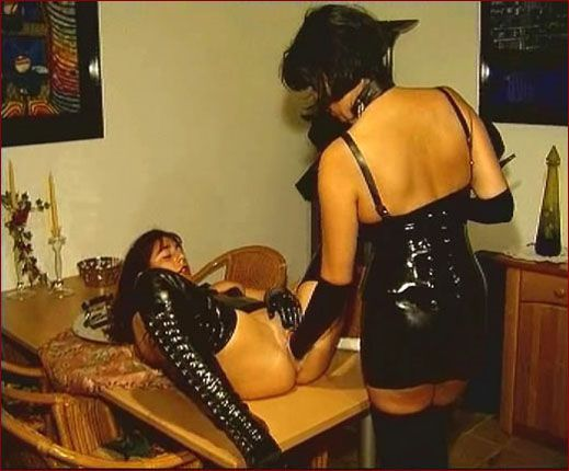 lesbian seex in black rubber