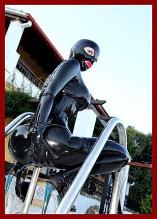 Rubber Passion - Latex Lucy - Hot rubber ladies near pool   1800X1200