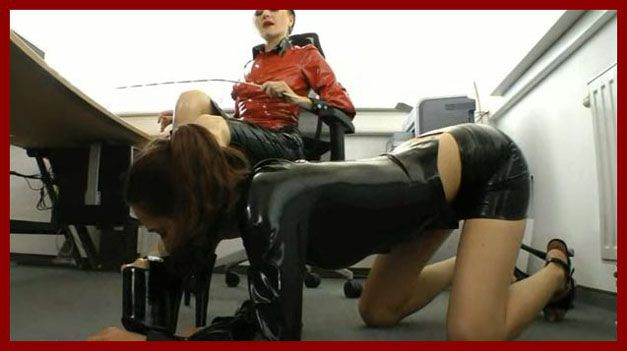 mistress domina in latex