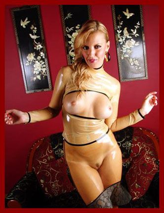 KinkyStyle - Honeyhair - Blonde in transparent latex | JPEG 1800x1350