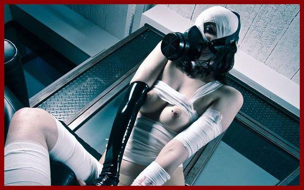 Dutch Dame - Photo porno with lady in gas mask | JPEG 1000x677