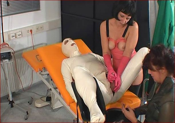 Spekula - Extreme adult sex games in rubber clinic [WMV 576p]