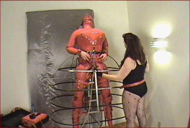 Amanda Wildefyre - Sissy rubber mannequin [HD 720p]