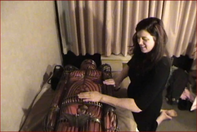 Castle Diabolica - Amanda Wildefyre - Rubber man in iron suit [HD 720p]