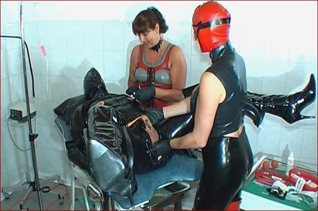 Spekula – Heavy rubber fisting in clinic PT2 [WMV 576p]