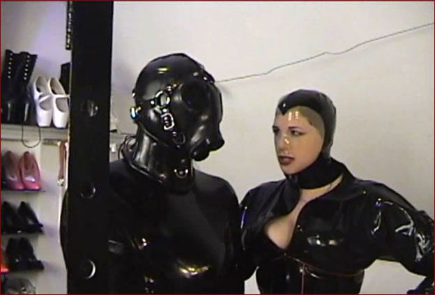 Castle Diabolica - Amanda Wildefyre - Fetish game of mistress and rubber slave [HD 720p]