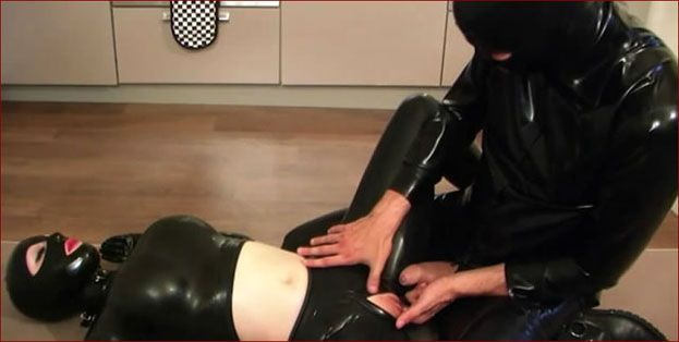Latex Lucy – Sex in rubber with cum on lips [MP4 480p]