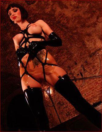 Sofia Valentine - Brunette in bondage and black latex stockings [JPEG 1200x900]