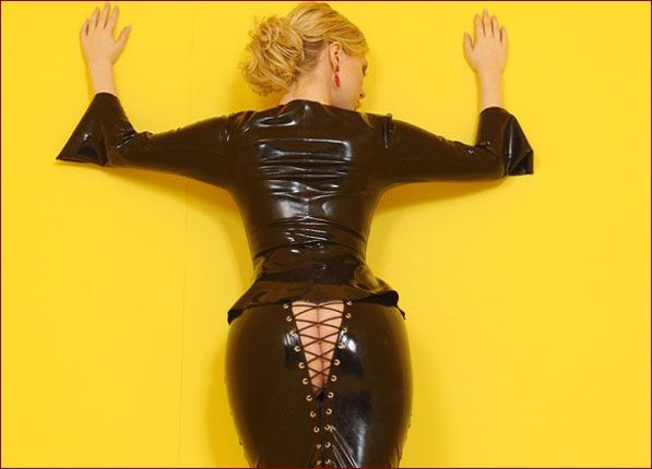 Ancilla Tilia - Hot young blonde in black latex [JPEG 1200X900]