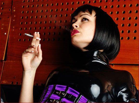 Marie Kalista - Sexy brunette smoking [JPEG 1200x900]