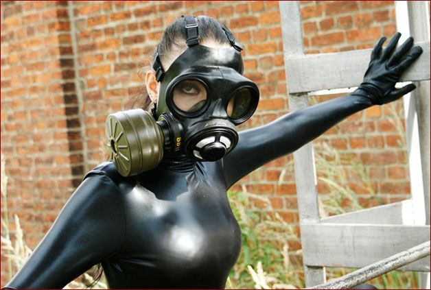 GothicFullOfTears - Sexy teen pics in gas mask [JPEG 1200x800]