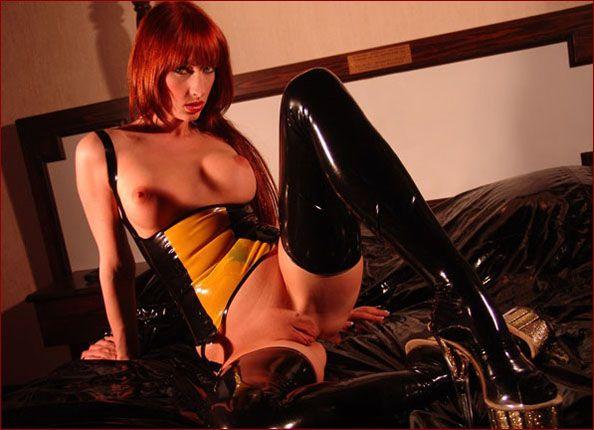 Sofia Valentine - Red hair model in latex [JPEG 1200x900]