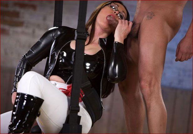 Miss Hybrid - Best blow job from lady in latex corset [JPEG 2600x1733]