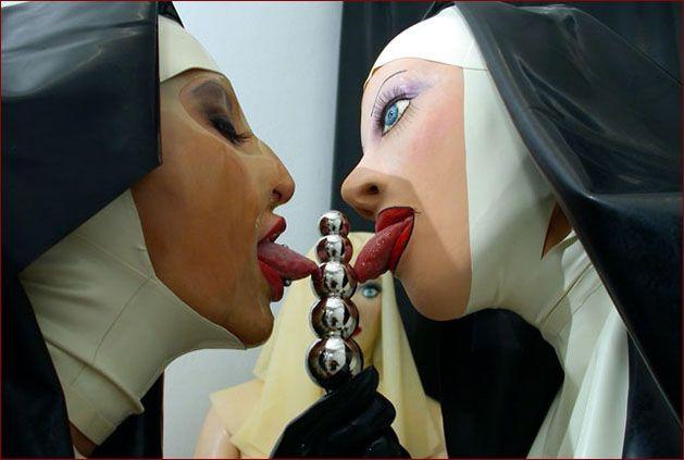 Sissy nun in rubber [JPEG 1200x900]