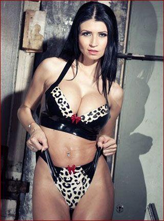 Lilly Roma - Sexy brunette in latex bikini [JPEG 1024x680]
