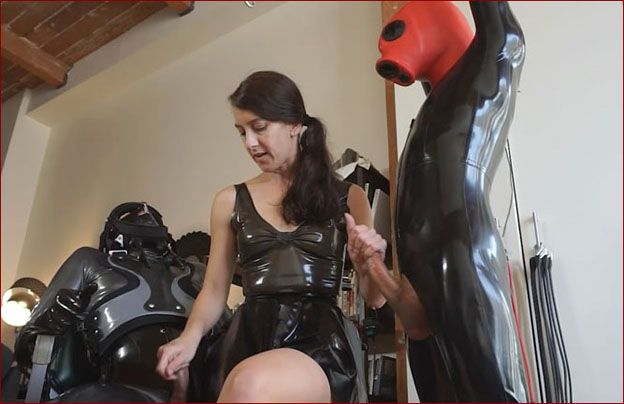 Elise Graves - Double handjob to rubber guys [HD 720p]