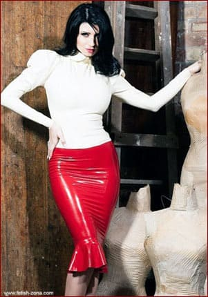 Lilly Roma - Latex red bubble skirt on brunette's gorgeous ass [JPEG 680x1024]