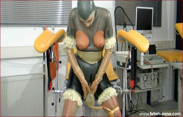 Spekula - Urina in perverted games rubber lady [FULL HD 1080p]