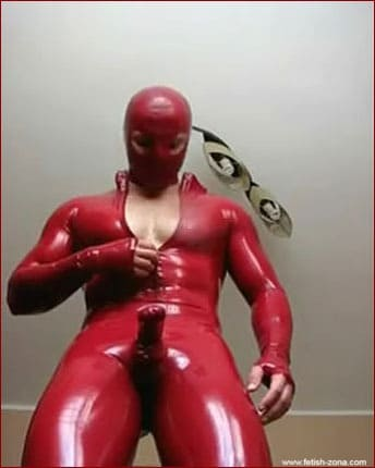 Amateur – Muscle boy solo in red latex [MP4 360p]