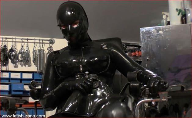 Maximum perversion in rubber [HD 720p]