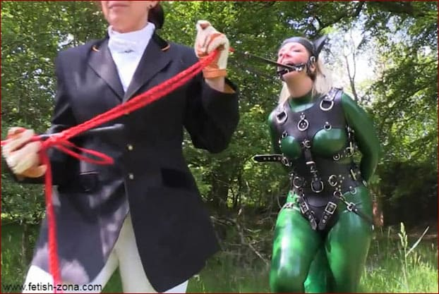 Mrs Feendish - Fetish pony play in latex [HD 720p / Serious Images]