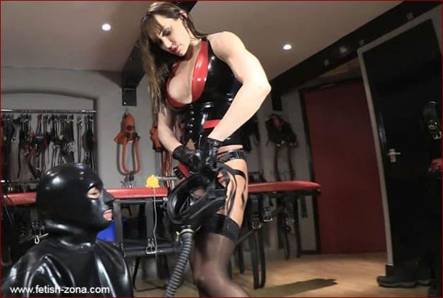 Petgirl Kako, Mistress Miranda - Muscular goddess Mrs Miranda [HD 720p]