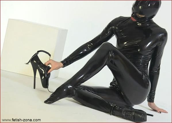 Latex brunette in black [HD 720p]