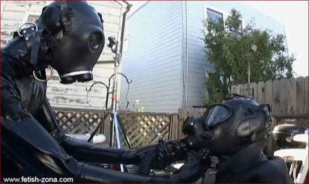 Sex gaming in heavy rubber by pool [MP4 480p]