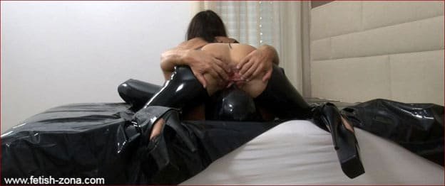 Slave licks latex Mrs pussy during face-sitting [FULL HD 1080p / Femdom - Strapon - Fisting]