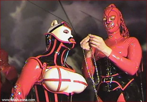 Amanda Wildefyre - Castle Diabolica - Discipline corset for RubberDoll [MP4 480p]