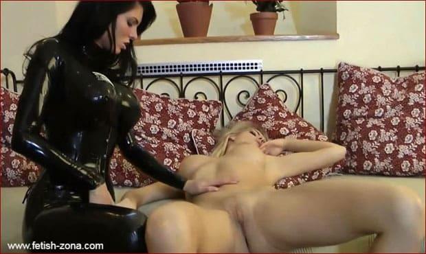 Beautiful lesbians in black latex PT2 [HD 720p / Femlatex]