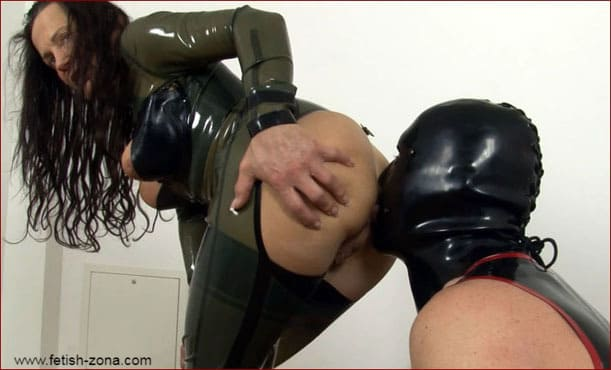 Man anus licked at latex mistress [FULL HD 1080p]