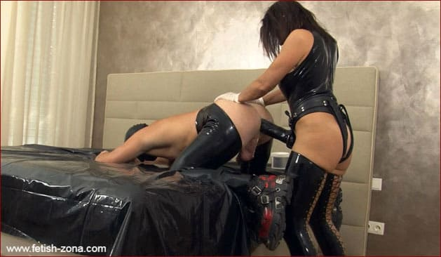 Monster strapon in ass from latex Mrs [FULL HD 1080p]