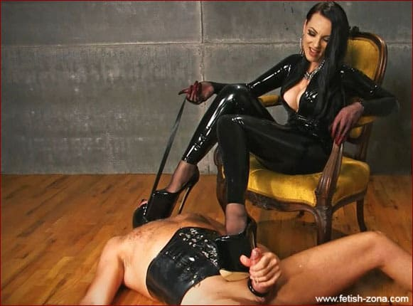 Mistress Nikita - Black latex femdom with slave at her feet [FULL HD 1080p]