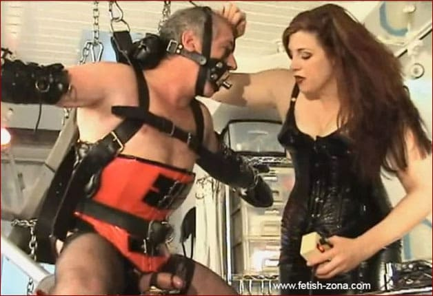 Amanda Wildefyre - Electric torment for slave in corset and ballet-booted [WMV 720p]