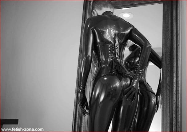 Vespa - Girl short hair in black latex [FULL HD 1080p]