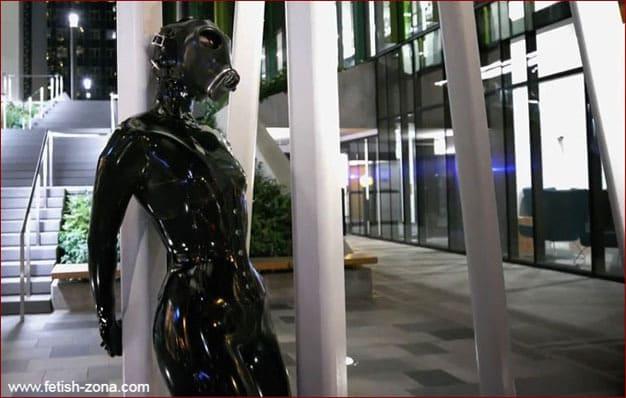 Vespa - Latex gasmask fetish on public [FULL HD 1080p]