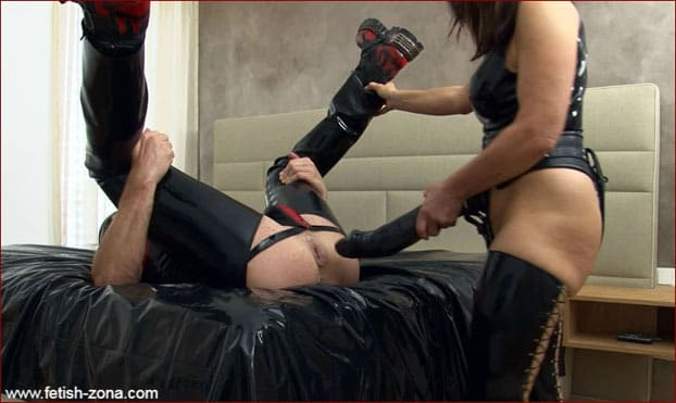 MILF With Giant Strapon Ass Fucking Rubber Slave [FULL HD 1080p]
