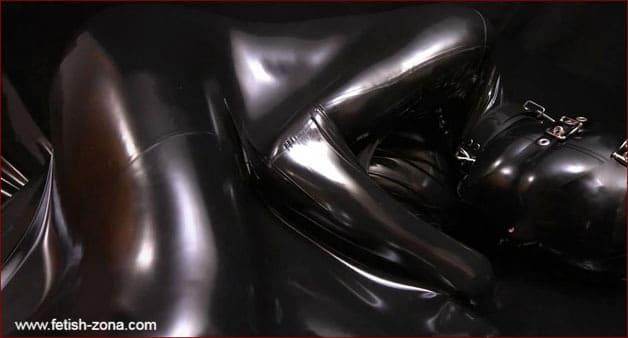 Nico - Vacuum bondage in black latex - FULL HD 1080p