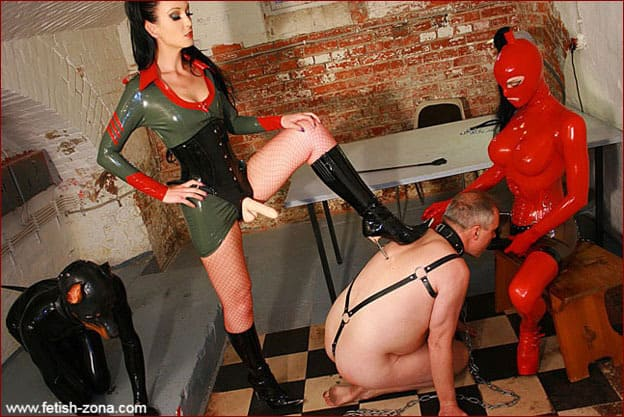 Domination in latex over slave with strapon - JPEG 2816x1880