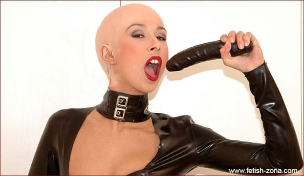 Hanka - Bald Women In Latex With Dildo - JPEG 1488x2240