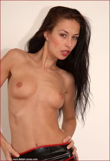 Hanka - Small tits brunette in latex on fetish pics - JPEG 1488x2240