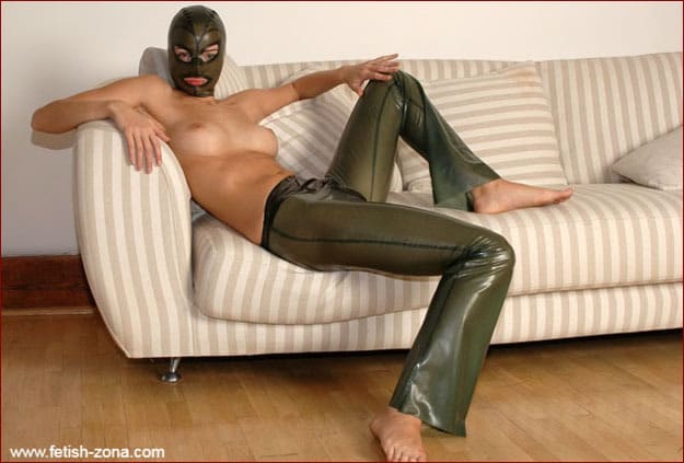 Latexmask on young blonde with tight breasts - JPEG 1488x2240