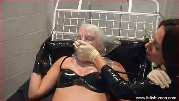 Mistress breathplay over pliant blonde - MP4