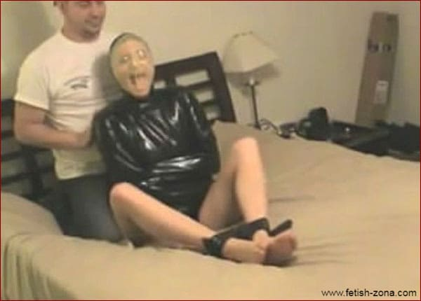 Amateur - Breathplay in latex straitjacket - MP4