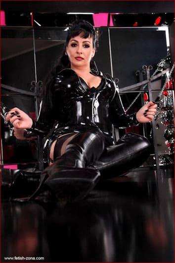 Comtessa Loredana - Sexy hot milf in latex and leather - JPEG 400x600